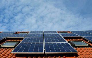 zonnepanelen op een energiezuinige woning